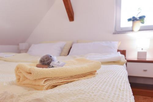 Duplex Gallery - Camera da letto con un grande letto matrimoniale